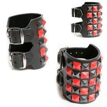 pieszczocha 5-rzędowa z piramidami czarno - czerwonymi