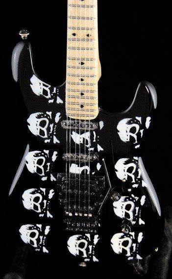 miniaturka gitary QUEENSRYCHE - MICHAEL WILTON: ESP LTD SKULL Signature MW600